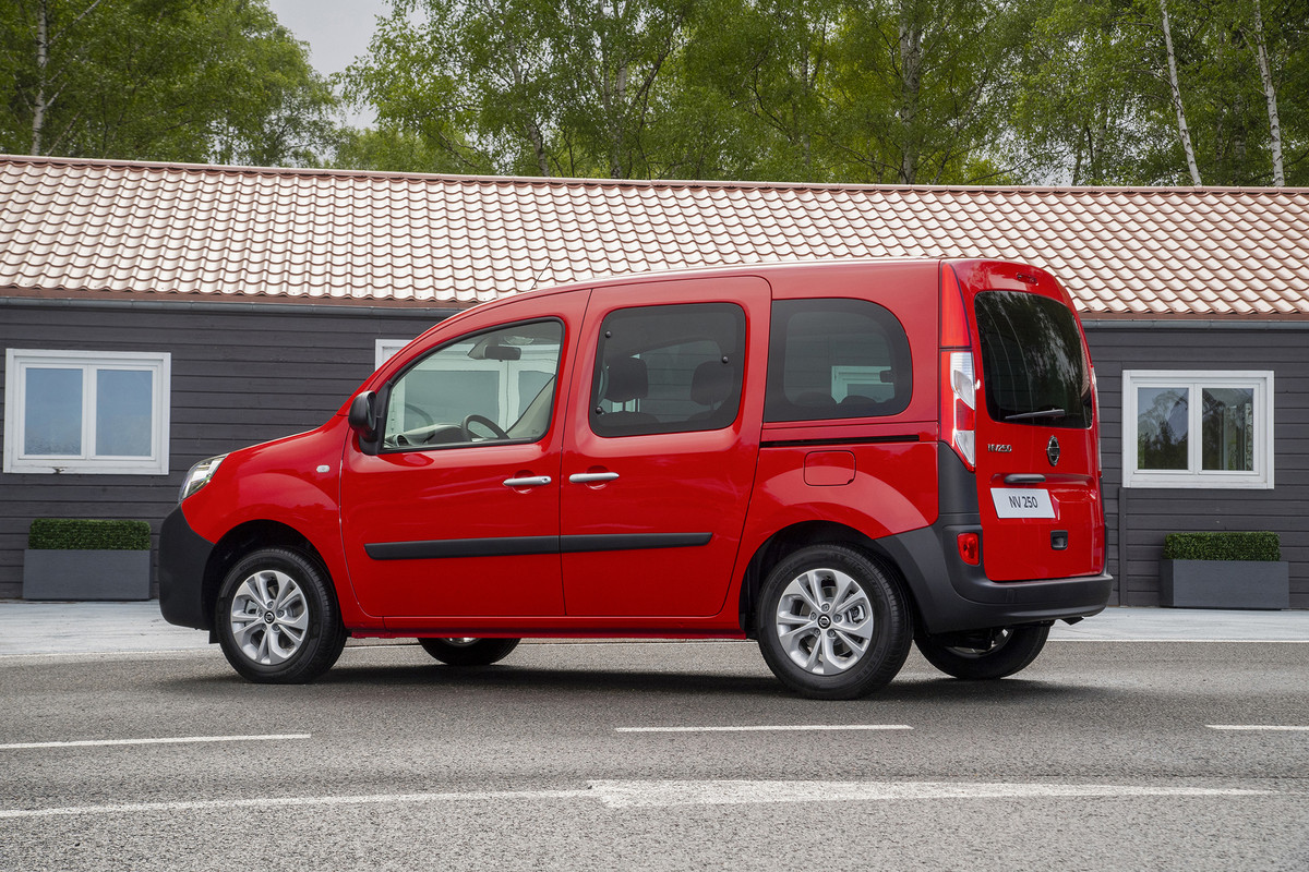 nissan-nv250 red