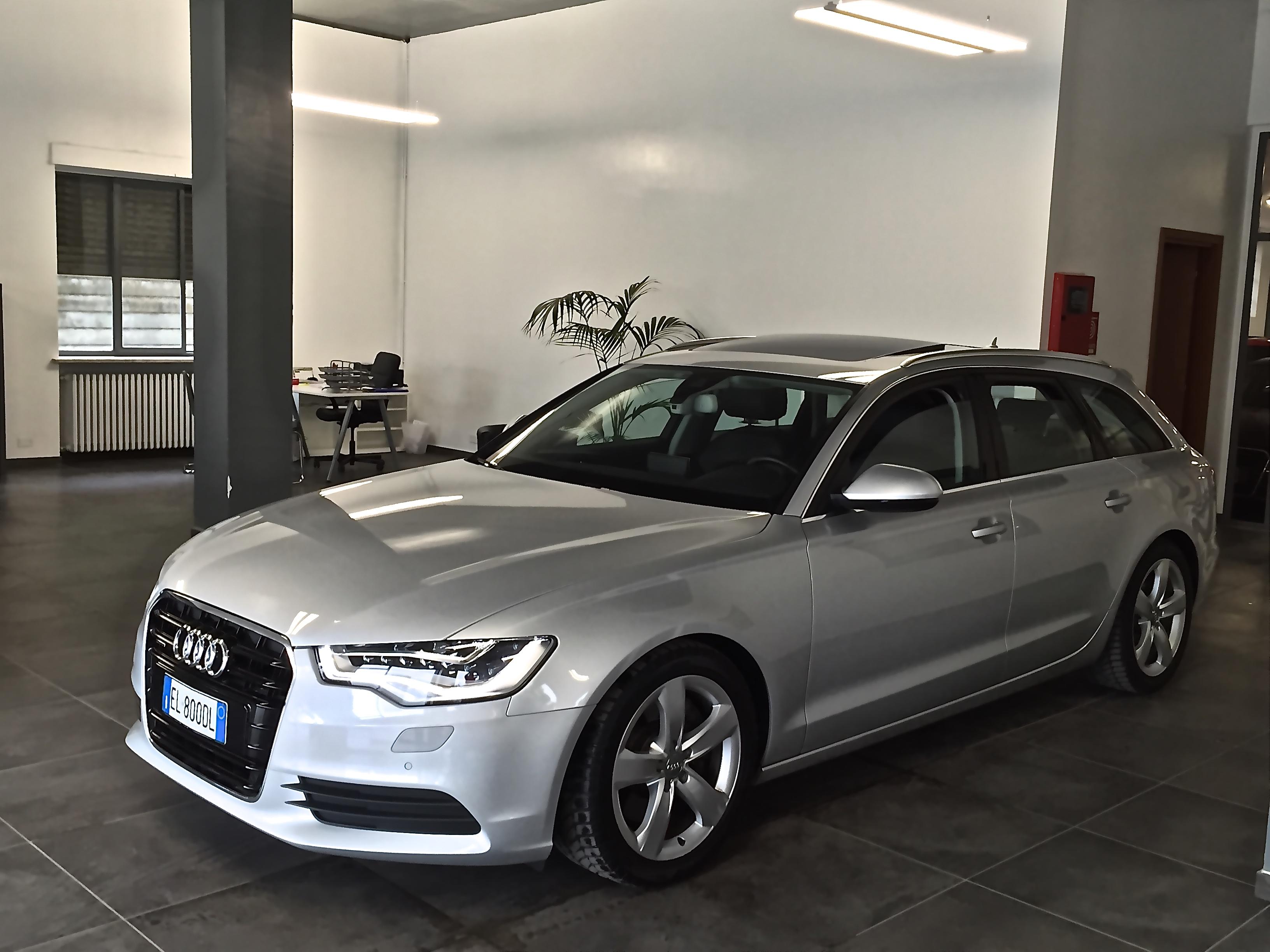 Audi usata grigia