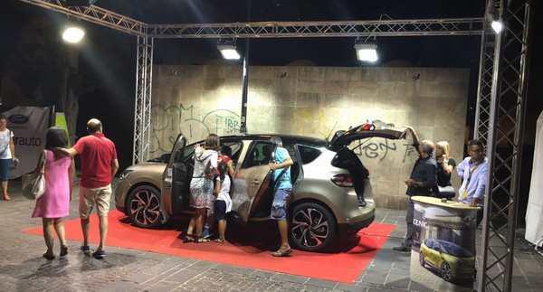 Esposizione Renault alla concessionaria Messa T.