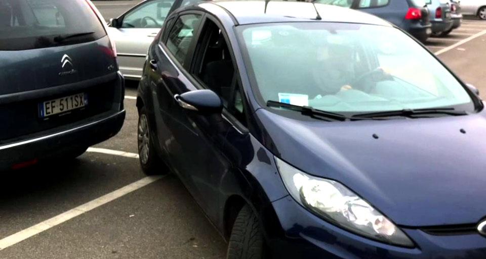 incidentata-parcheggio
