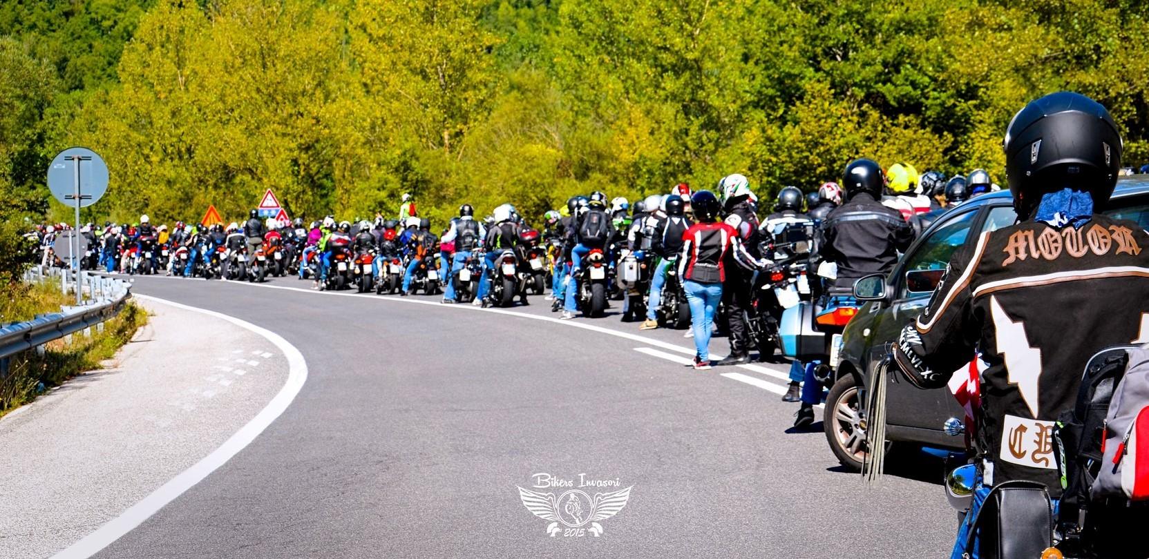 biker-invasori-la-moto