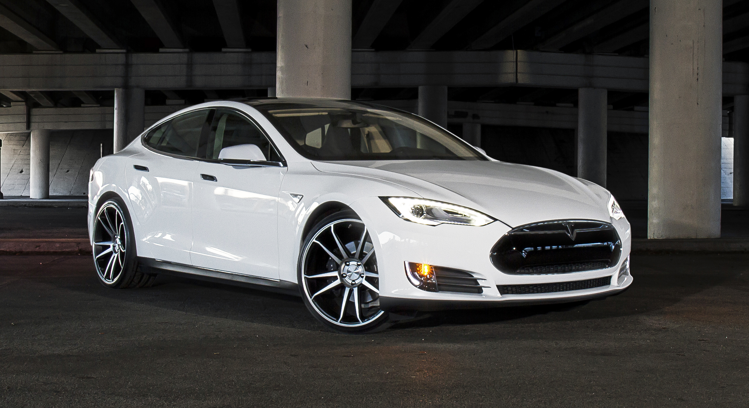 tesla_model_s_on_cw-s5_matte_black_machined_face_cropped