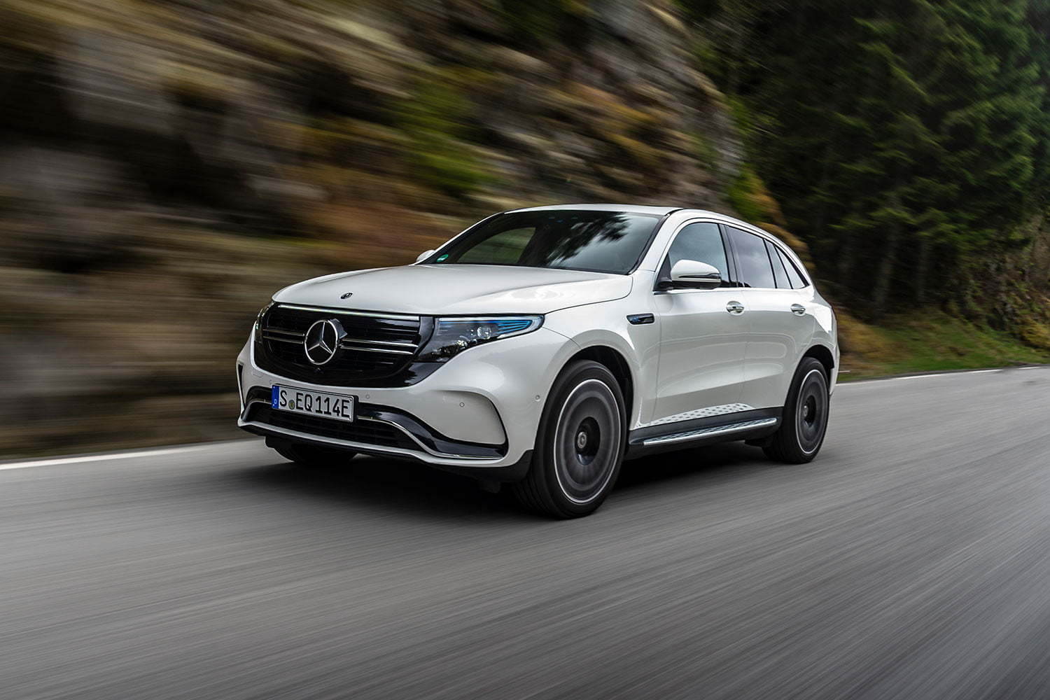 2020-mercedes-benz-eqc-review-22