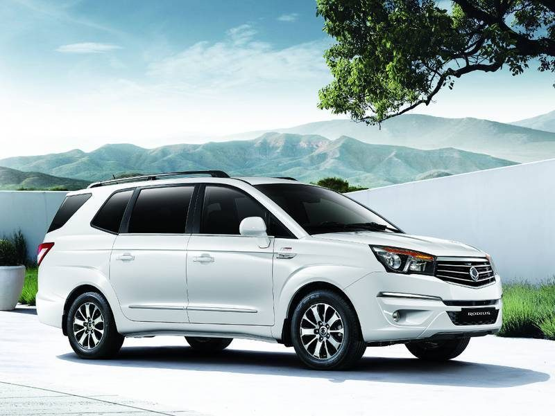 ssangyong-rodius-front-side