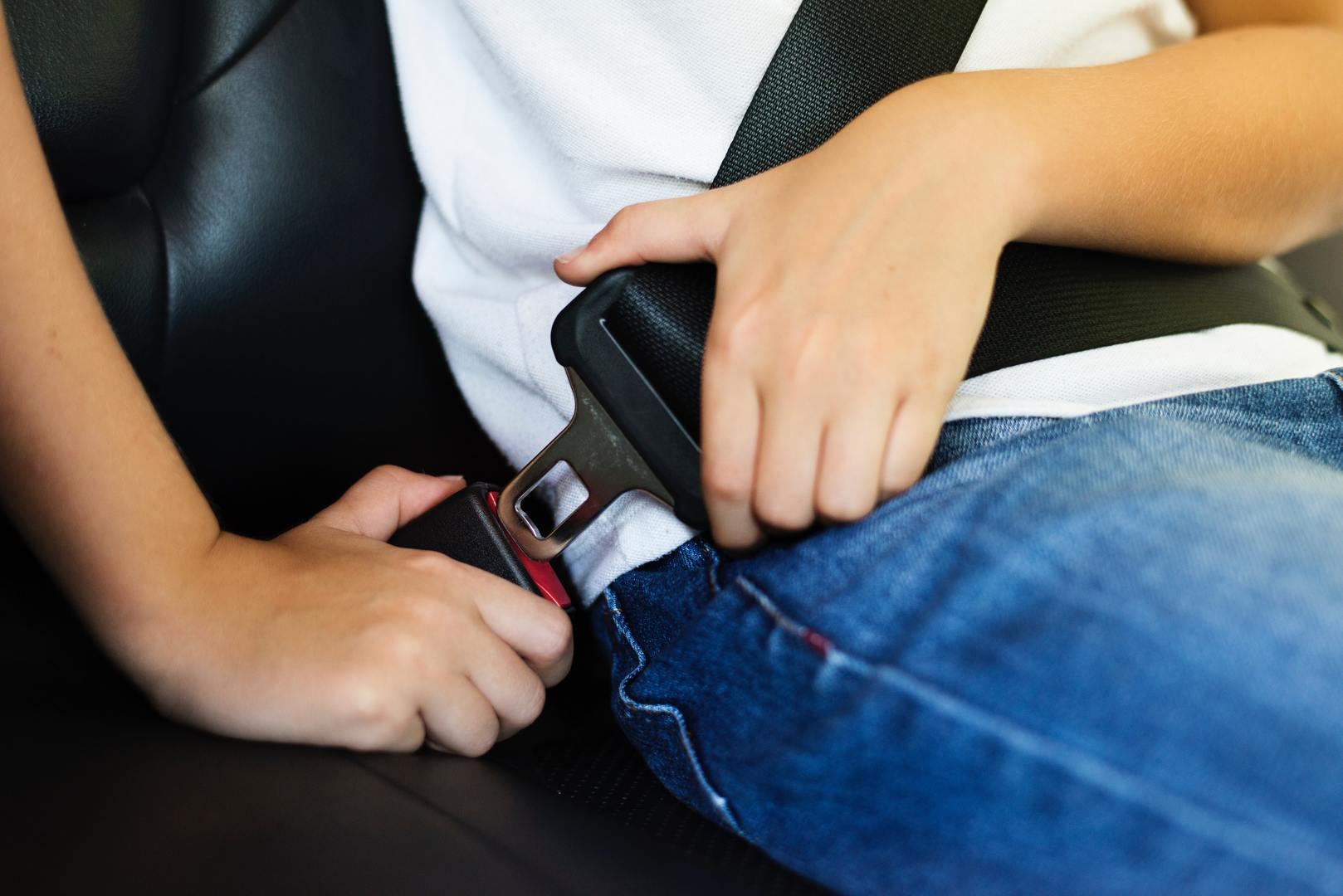 bambino-bloccaggio-cassetta-di-sicurezza-1266014