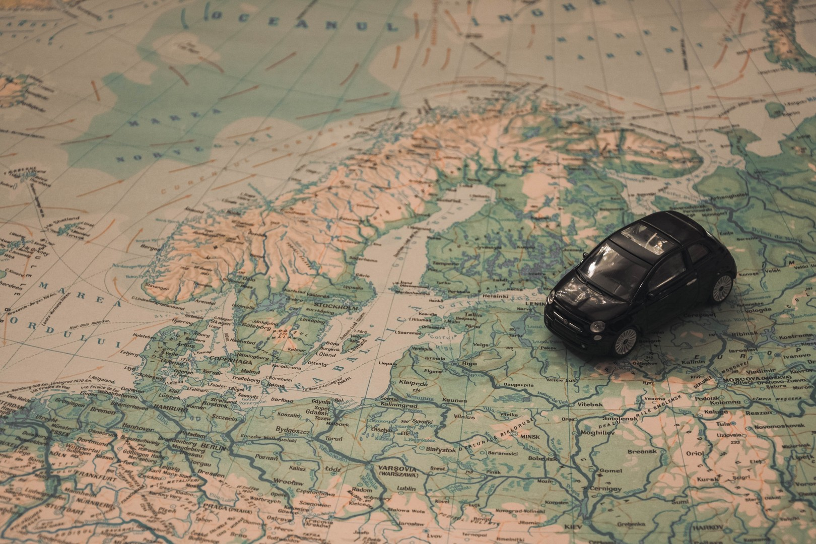 adventure-baltic-sea-car-21014
