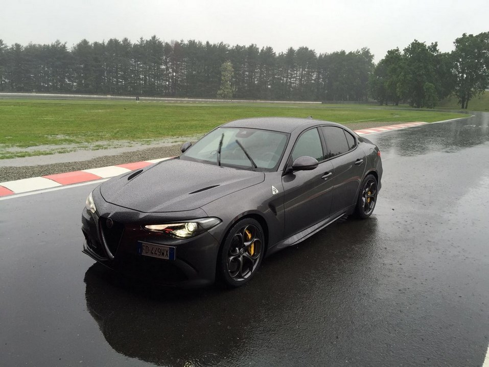 Alfa-Romeo-Giulia-pista-2