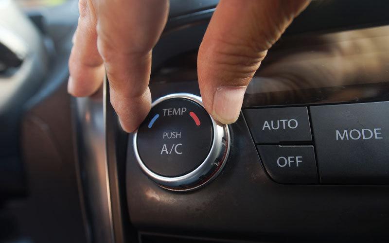 Sommer 2018: Kontrolle der Klimaanlage Ihres Auto bei Autoplus in Eppan. Estate 2018: Controllo dell'aria condizionata della tua auto presso Autoplus, Appiano.